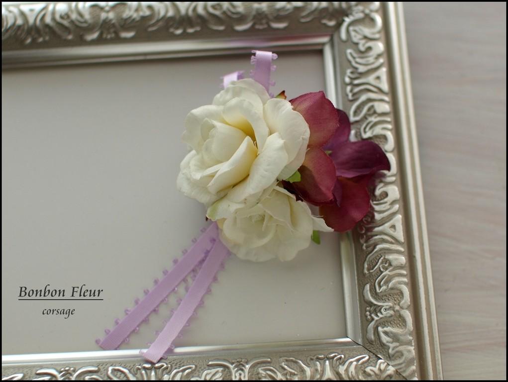 31 スプレーバラ、紫陽花、リボンのコサージュ