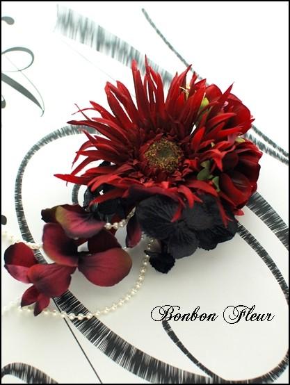 1 ガーベラとミックス紫陽花のコサージュ
