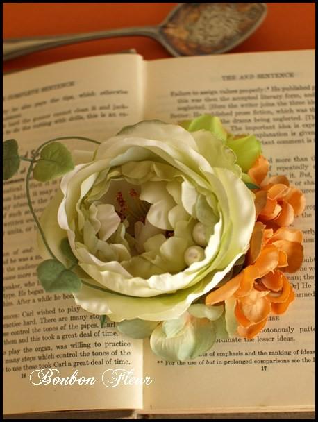 89 キャベッジローズと紫陽花、ハートカズラ、オレンジ色の小花のコサージュ