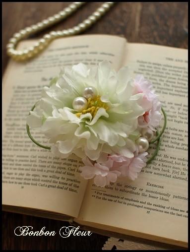 68 ミニピオニーと紫陽花、桜、パール、ループリボンのコサージュ