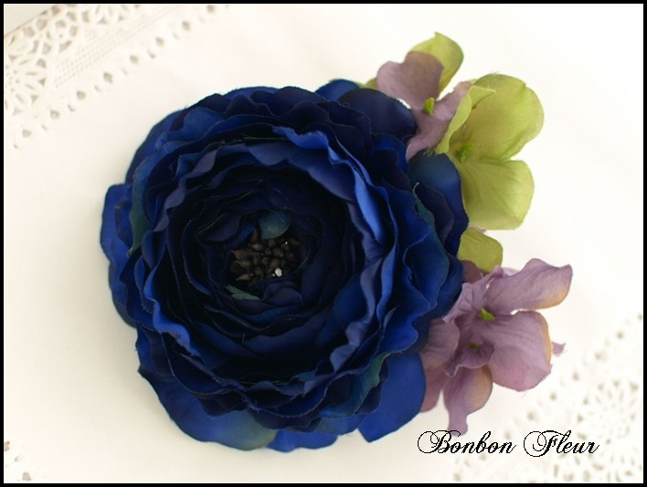 55 ふわふわラナンキュラスと紫陽花のコサージュ