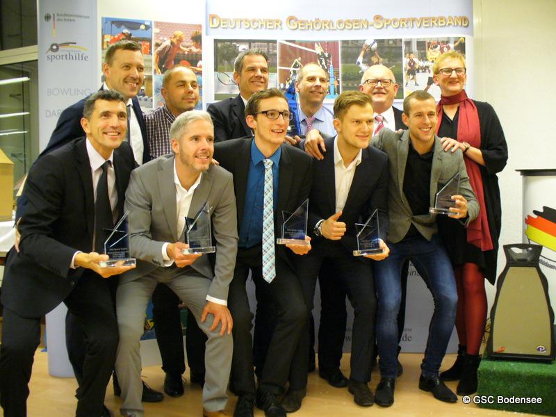 Mannschaft des Jahres der Fußball-Nationalmannschaft (mit ehemaliger Mitglied Klaus Heckenberger im grauem Anzug)