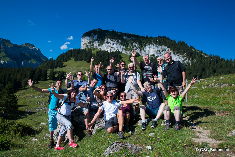 Gruppenfoto mit Berg Ebenalp