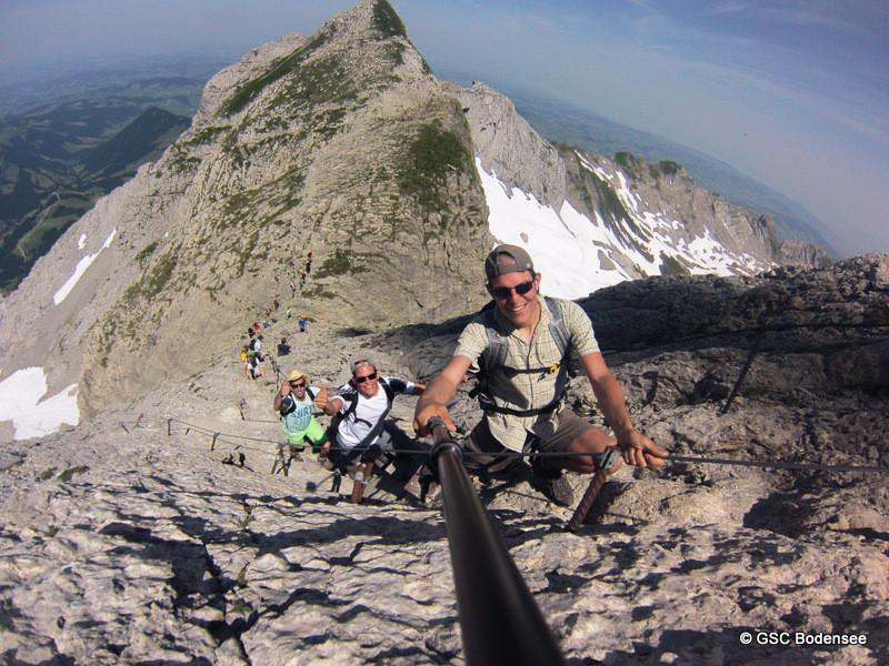 letzte steile Anhang mit Leiter und Seil aufs Gipfel wandern