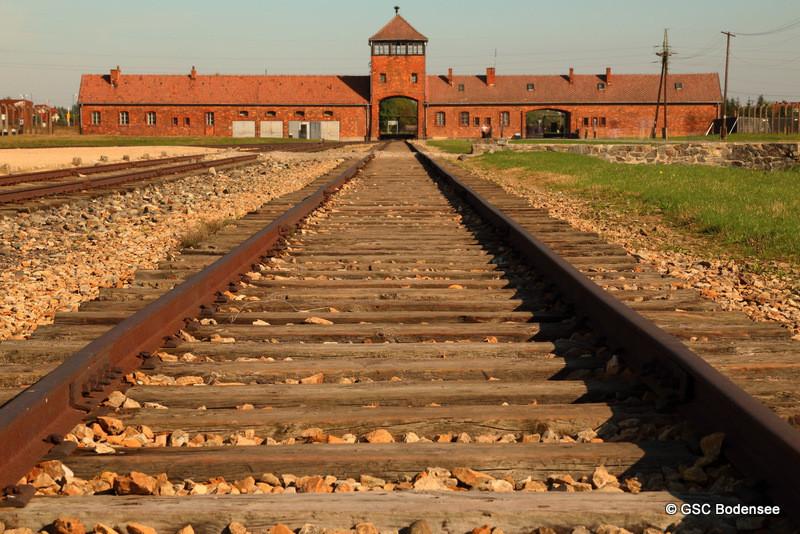 berümhtes Bild von KZ Auschwitz