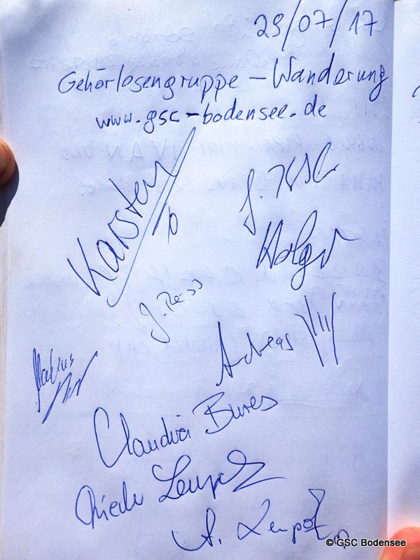 Notizbuch am Gipfel unterschreiben lassen