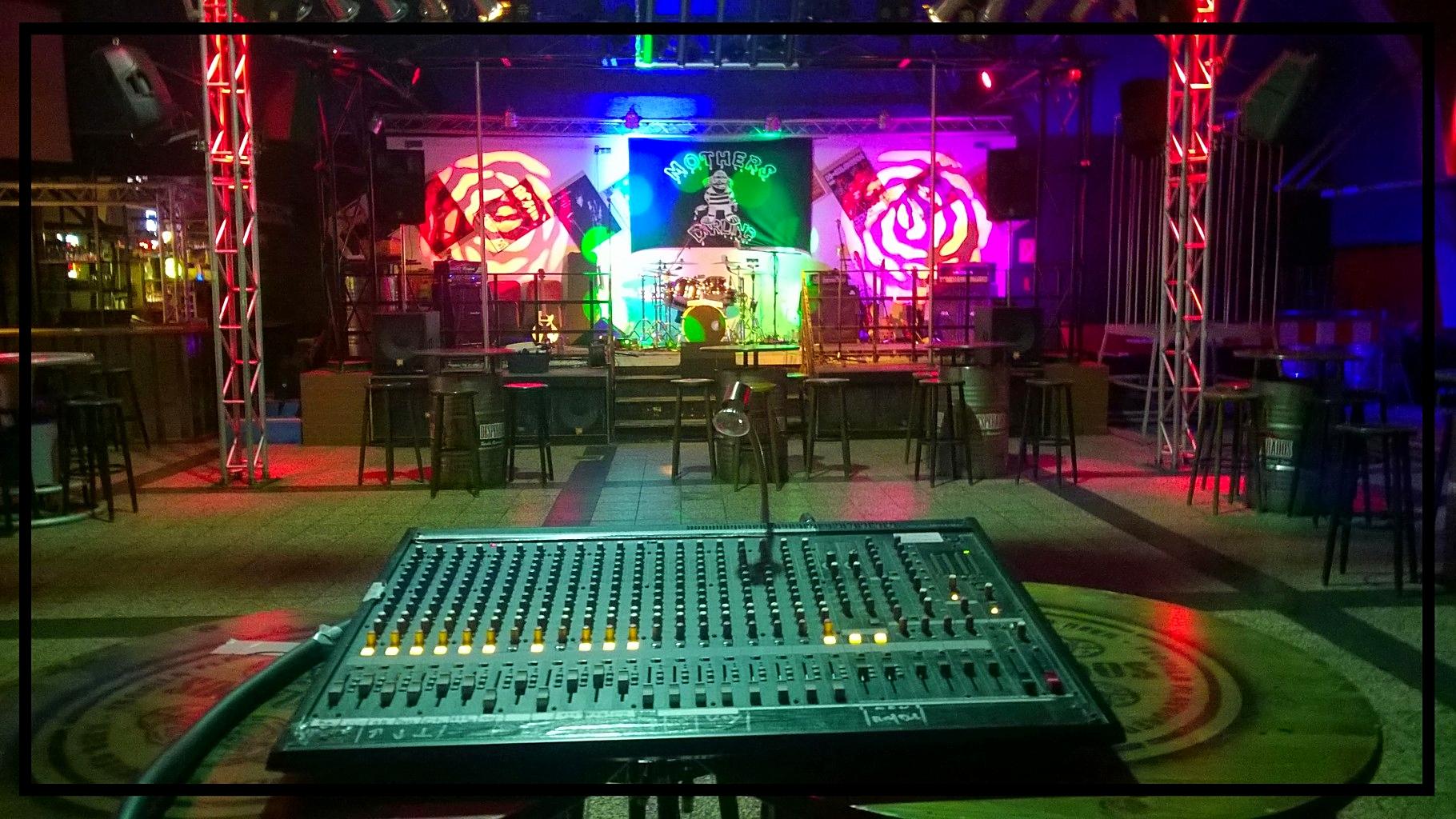 ...die Bühne
