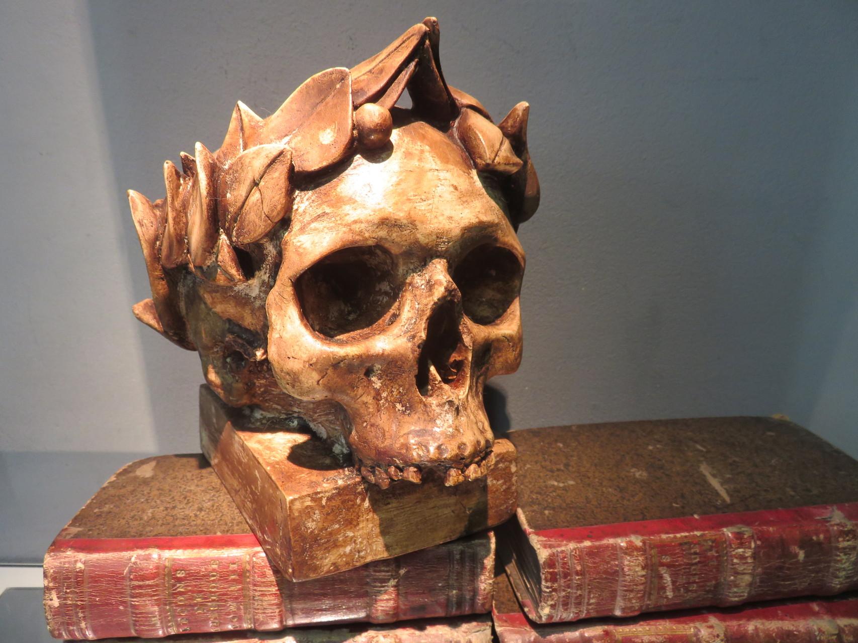 moulage de crâne au lauriers, vanité terrestre
