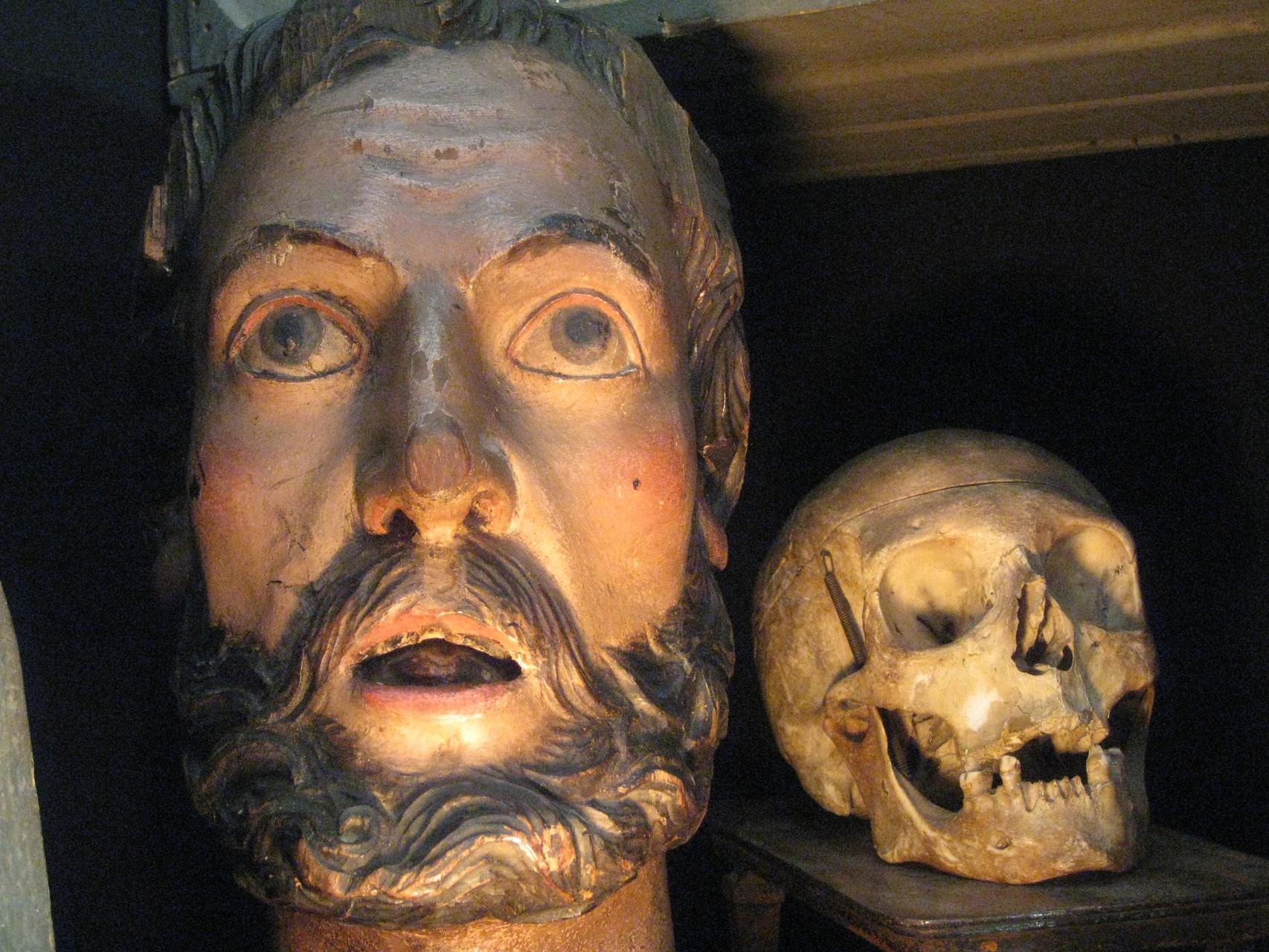 tete d'apôtre baroque et memento mori