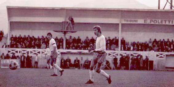 Denis BAUDA avec Georges CALMETTES le capitaine en arrière plan .