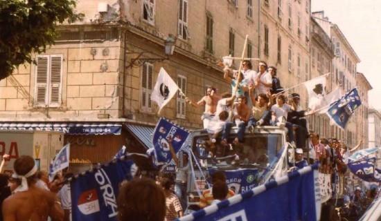 Manifestations de joie après la victoire sur le Bd Paoli à Bastia .