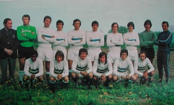 Prmière photo de Pierre Cahuzac au milieu de ses nouveaux joueurs .  Debout: X-Pantélic-Savkovic-Mosa-Buigues-Calmettes-Luccini-Tosi-Rossat-P.Cahuzac (Entr)  Accroupis: Kanyan-Dogliani-Franceschetti-Félix-Giordani-Papi