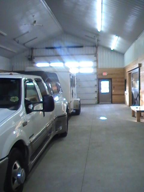 Pour décharger les chevaux, il y a un couloir pour rentrer avec le véhicule...intéressant!