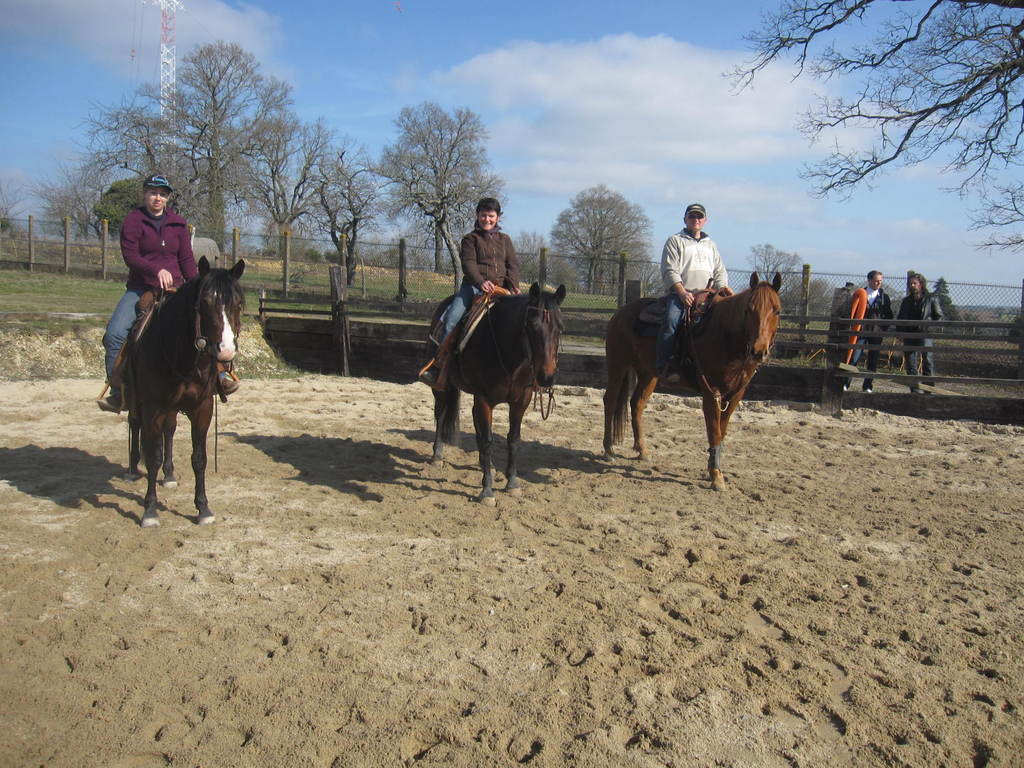 Les cavaliers compétiteurs prêts pour le parcours!