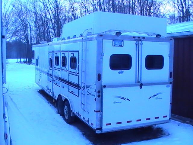Le moyen trailer 3 places avec une partie habitable à l'avant!
