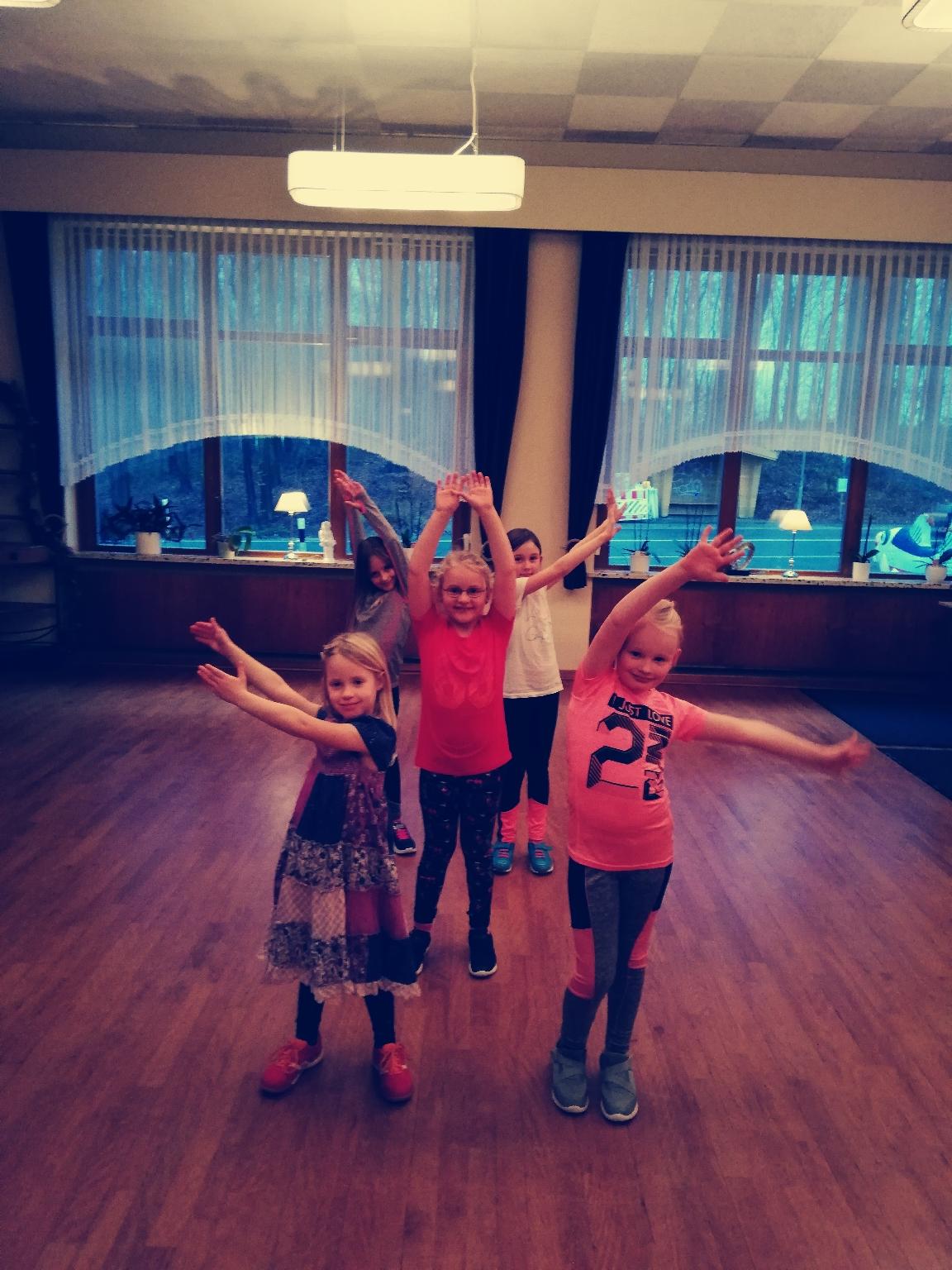 Die Schlei-Möwen tanzen, lachen und haben Spaß  in Güby bei Schleswig