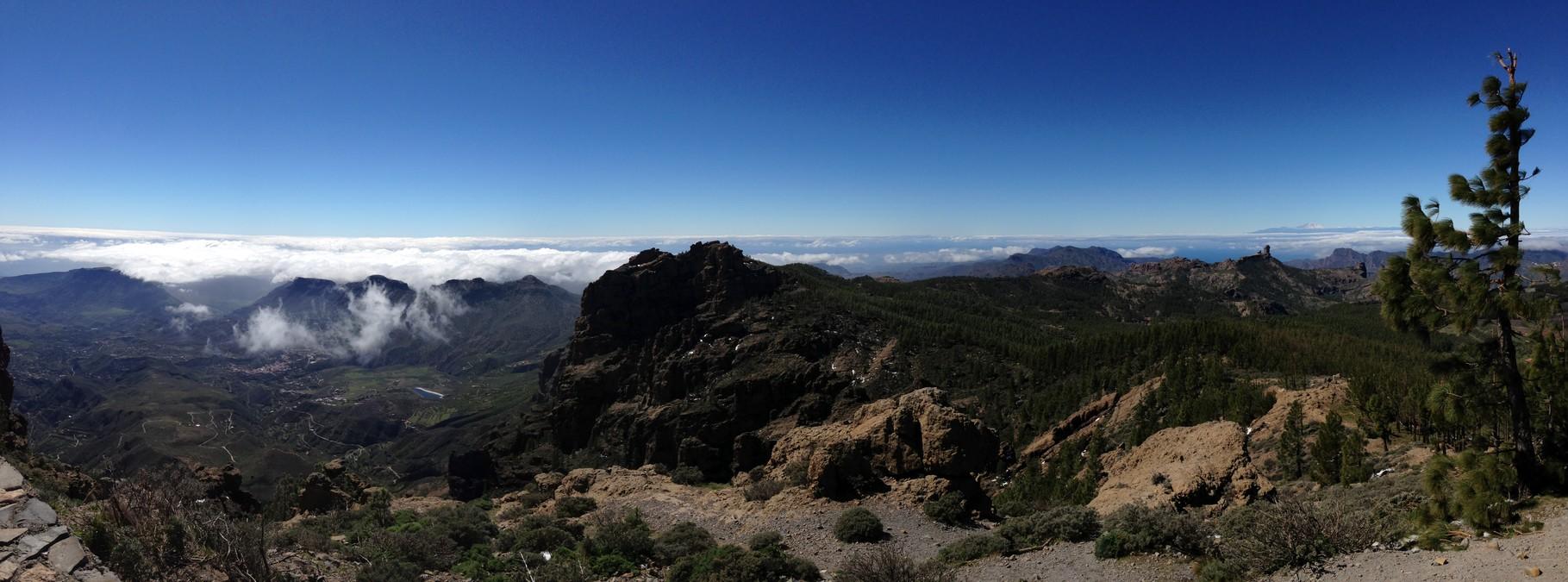 Am Horizont sieht man den Teide (Teneriffa)