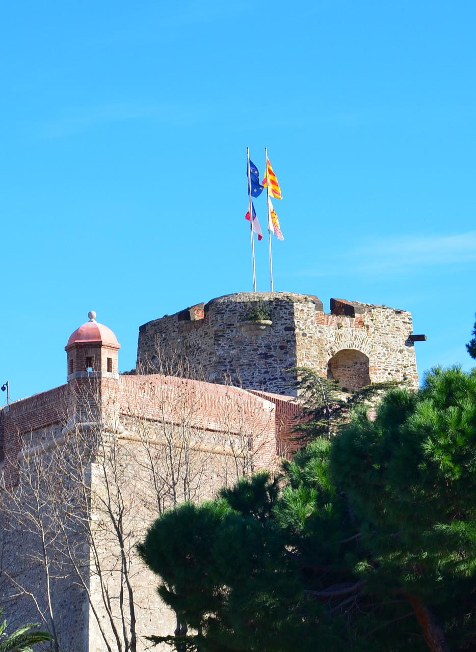 Château Royal: les pavillons flottent au vent