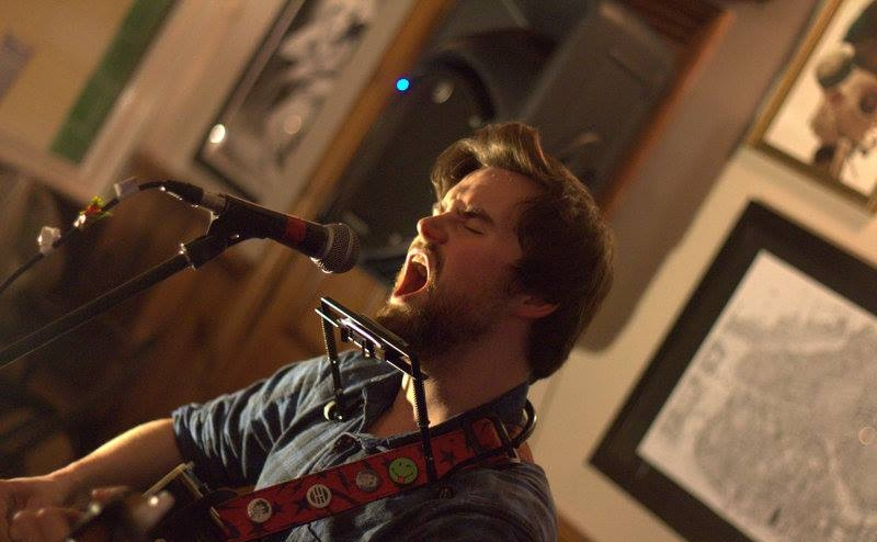Lewis McKale @ The Mucky Duck, Brighton - 13/10/15. Credit: Andy Voakes.
