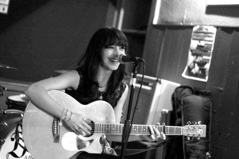 Kate Williams @ The Cobbler's Thumb, Brighton - 22/10/11. Credit: Gaz Wallis.
