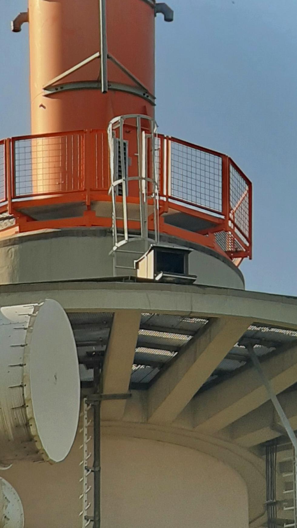 Auf dem Grünwettersbacher Funkturm befindet sich ein weiterer Wanderfalken Brutplatz. 2020 erstmals mit erfolgreicher Brut.