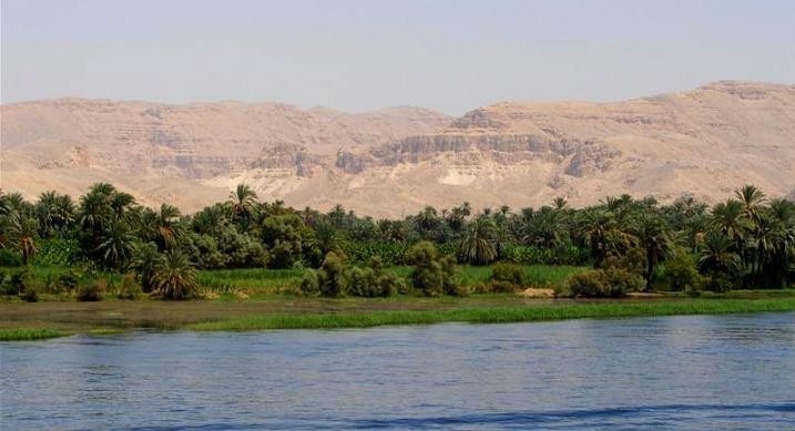 Desierto y los márgenes inundables del Nilo.