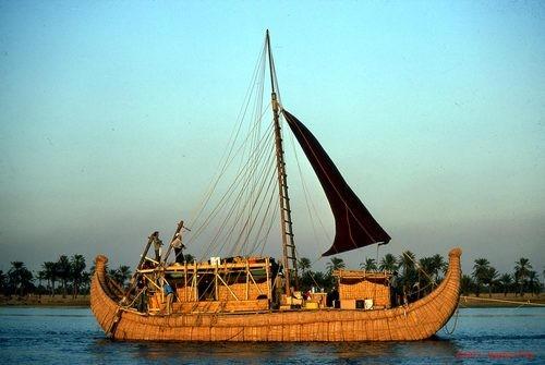La barca de cañas- Imprescindible para navegar por los ríos y pantanos.