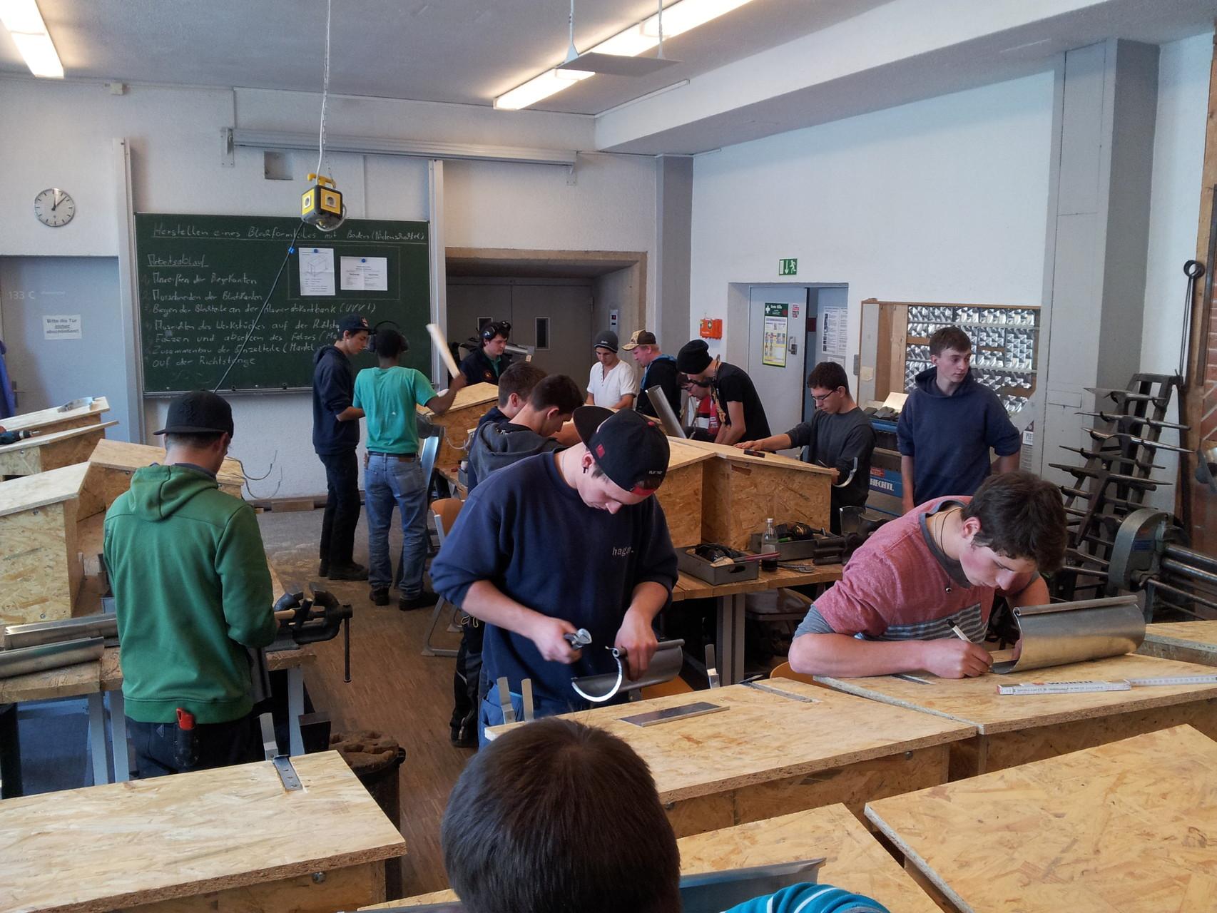 Arbeiten am Dachmodell 2. und 3. Lehrjahr
