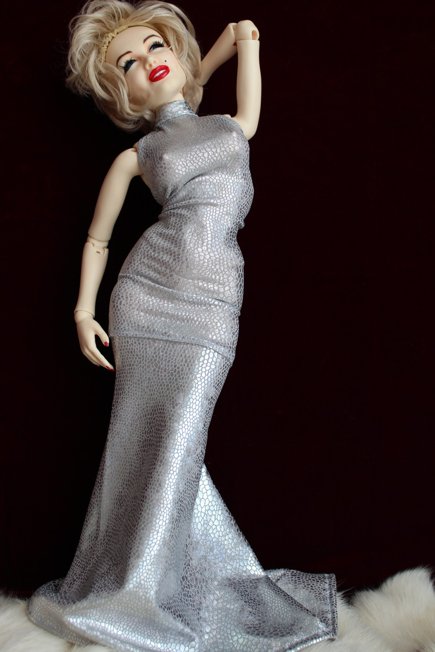 Foureau gris (collection PFDF 2014) pour Marilyn Monroe de Noya doll 40 cm