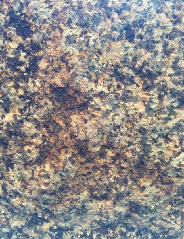 皮肌@万成石は玉石です。その玉石である万成石の表面はすべてこの皮で覆われています。