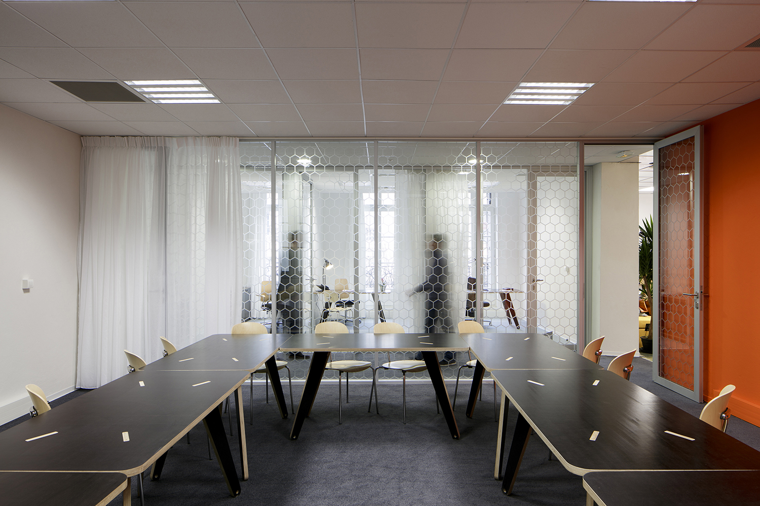 Grande salle de réunion - Orange meeting room