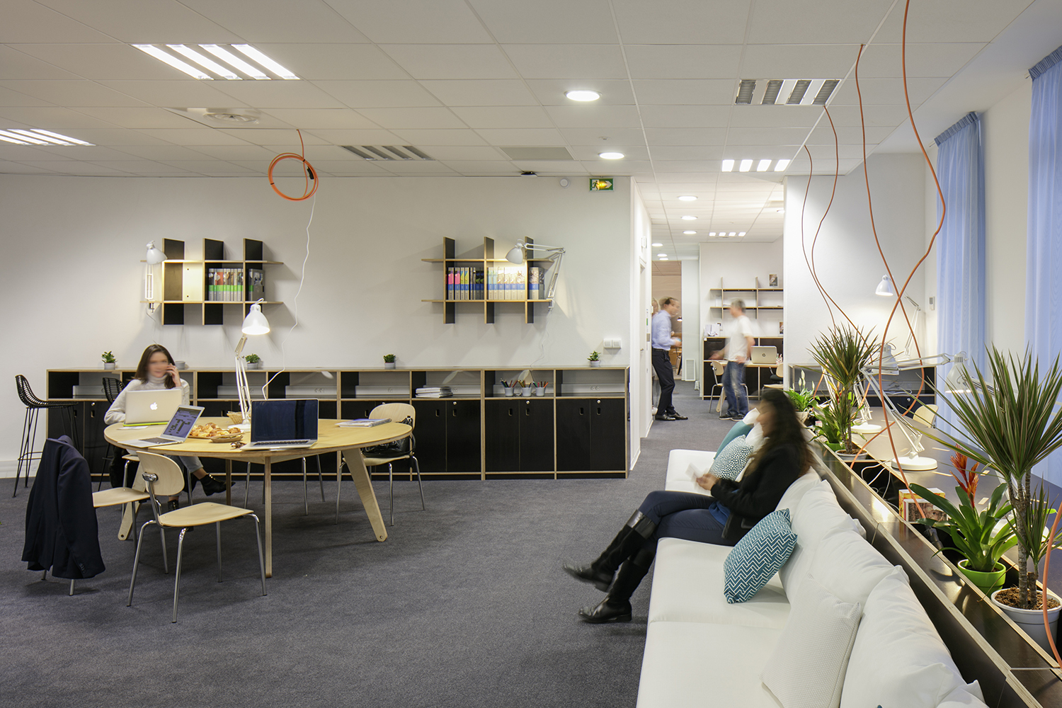Espace coworking informel, mobilier MOA sur mesure - Coworking space with custom-made MOA furniture