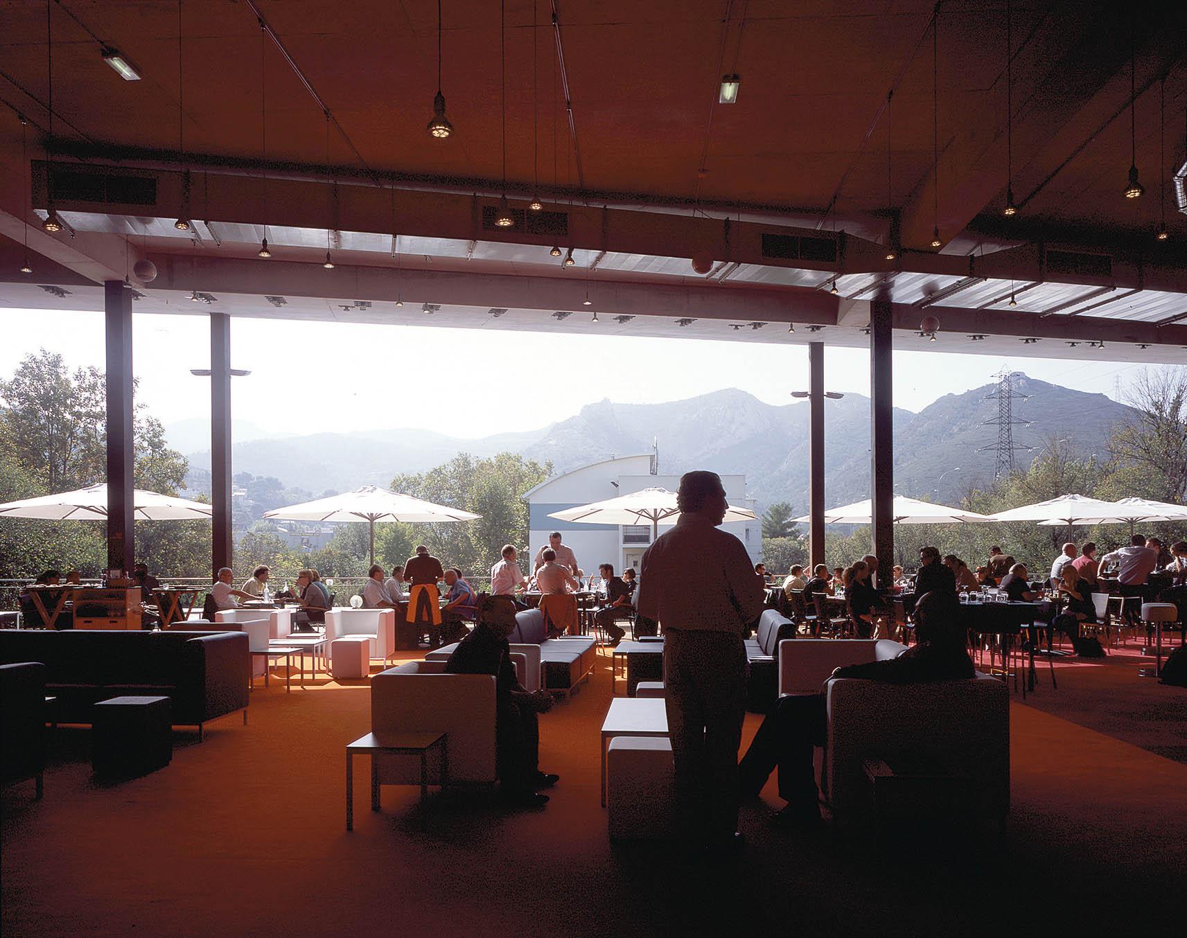 Le BLOK : Brasserie - Place publique surélevée