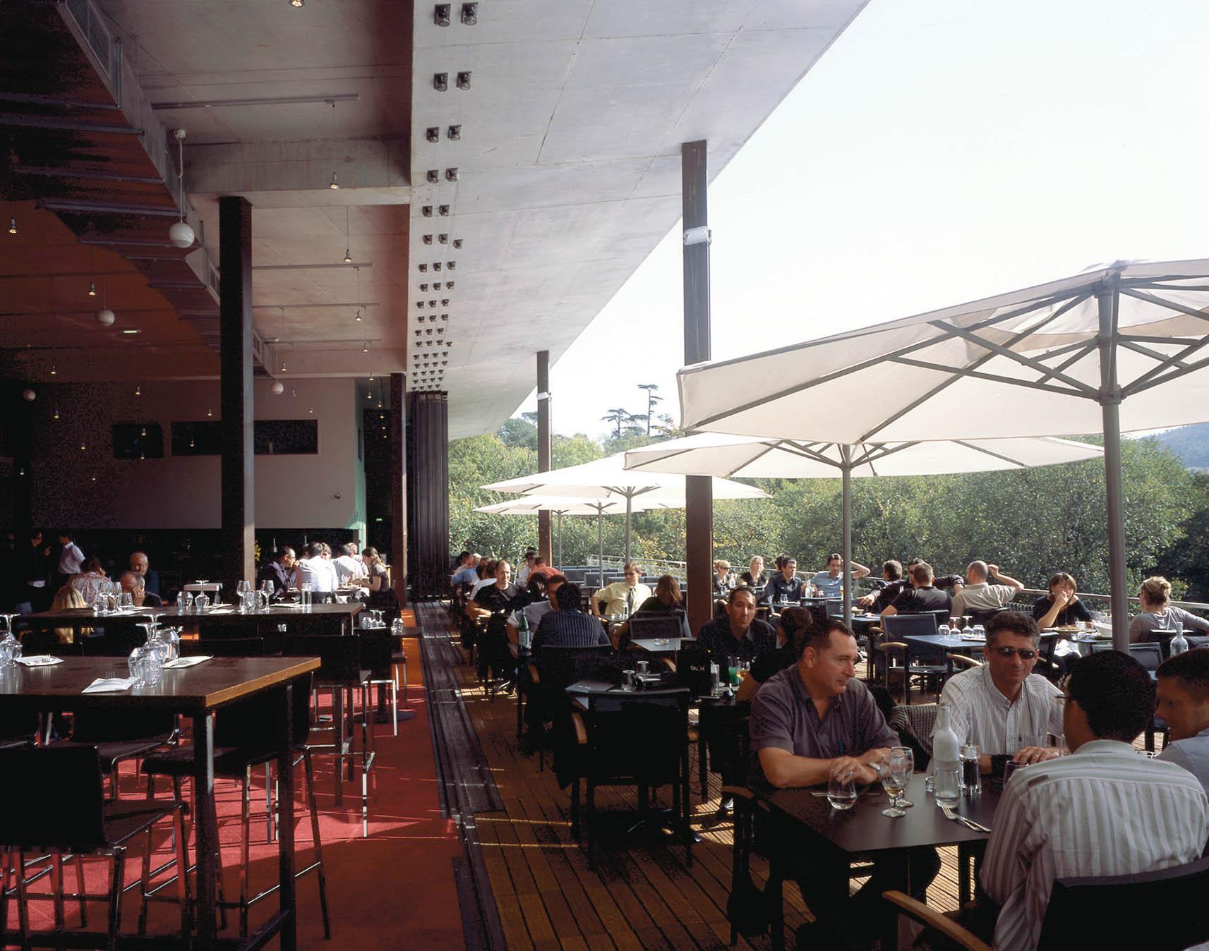 Le BLOK : Brasserie - Continuité intérieur/extérieur