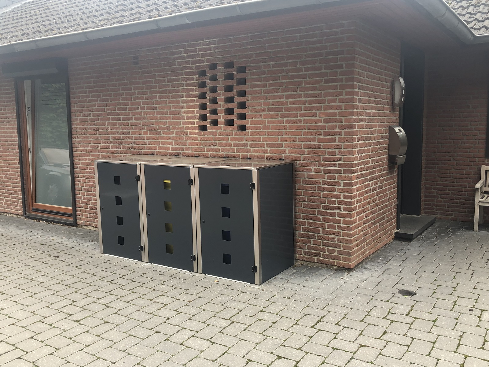 Abfalltonnenschrank und Müllbehälterbox Eleganza Quad in Anthrazitgrau RAL 7016