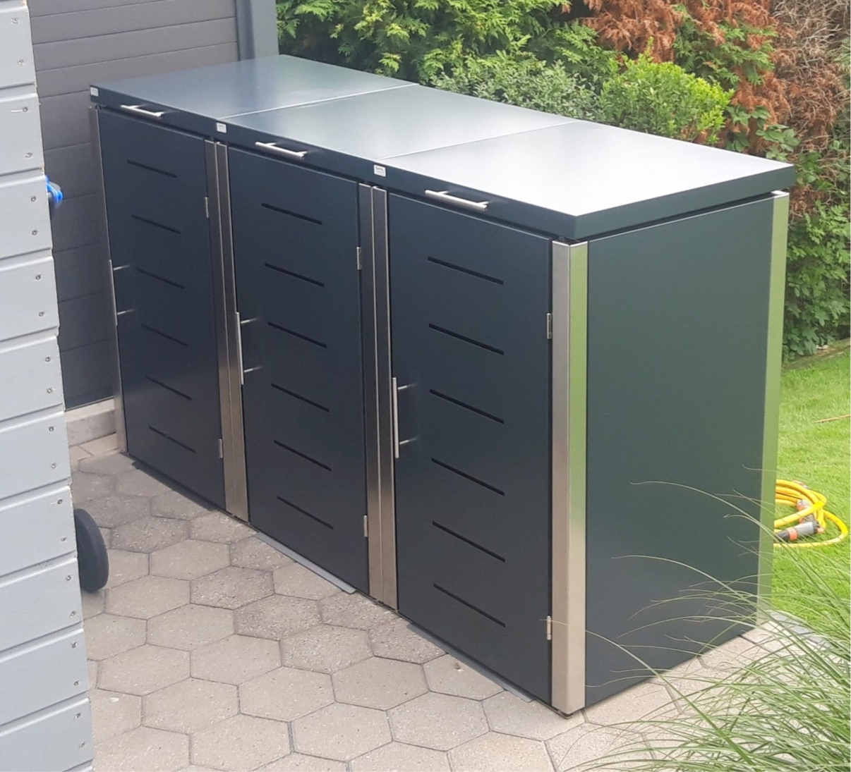 Mülltonnenbox aus Edelstahl und Aluminium