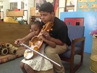 Atelier de musique Nepalaise avec Bimal a l'ecole Internationale