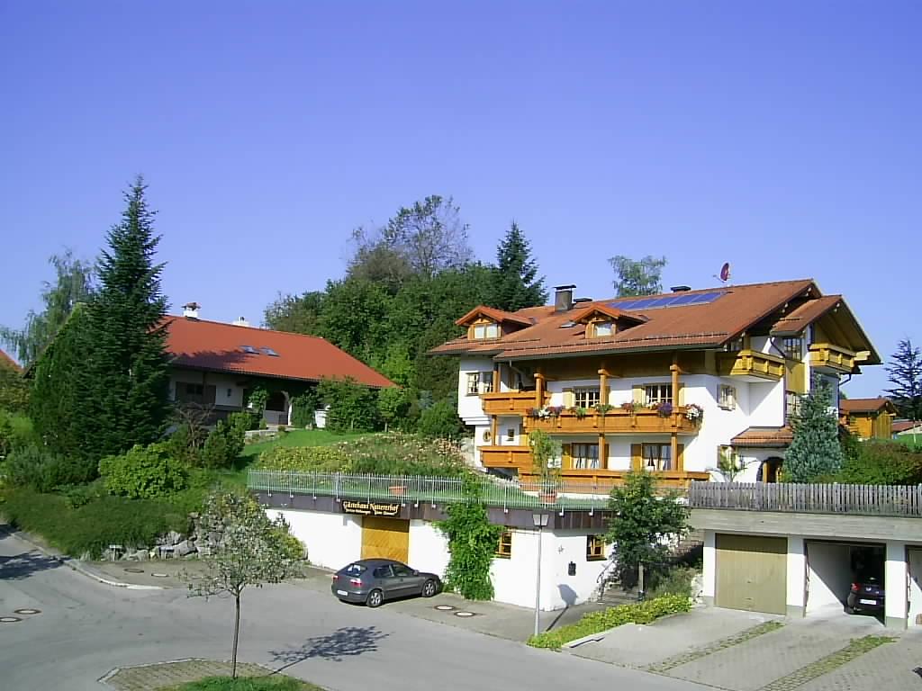 wertach-Ferienwohnungen.de Gästehaus Nattererhof von der Strassenseite gesehen