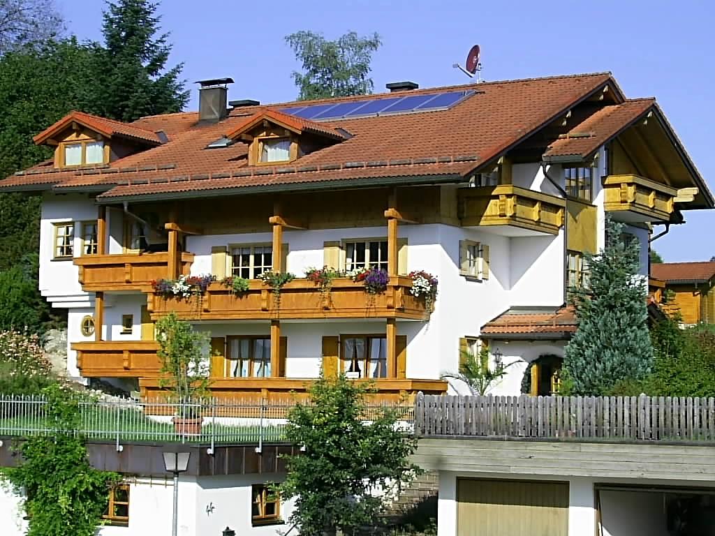 wertach-Ferienwohnungen.de Gästehaus Nattererhof Ansicht Balkone
