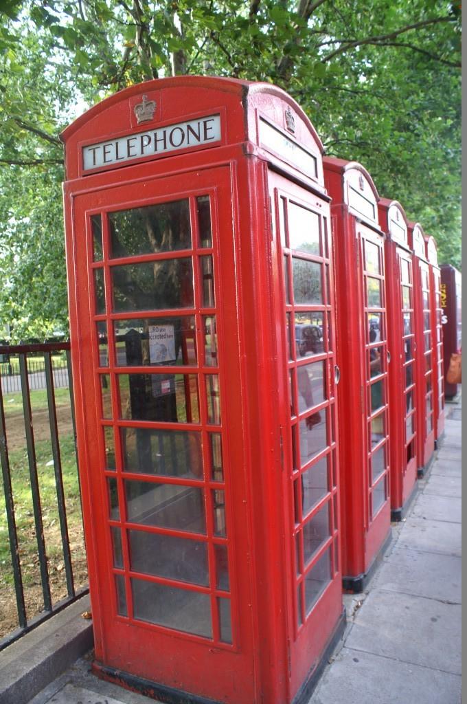 Die guten alten roten Telefonzellen - ein britischer Klassiker