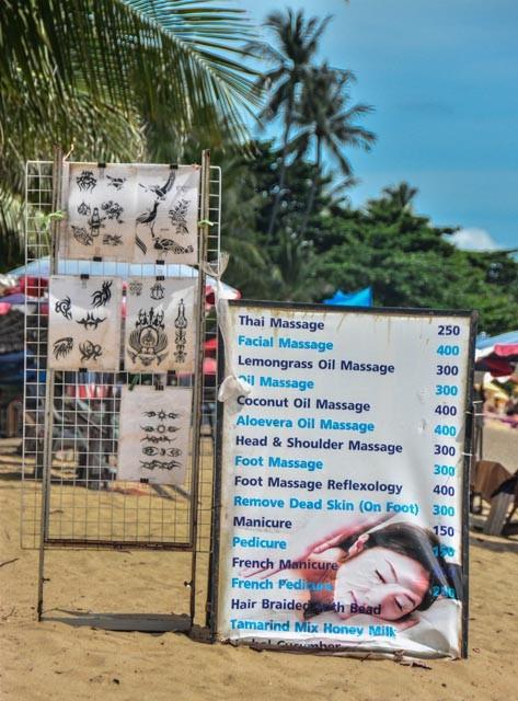 Allgegenwärtig - die Angebote für Massage am Strand - meistens nicht mal schlecht. Die Kosten liegen so um die 10 Euro = 400 Baht