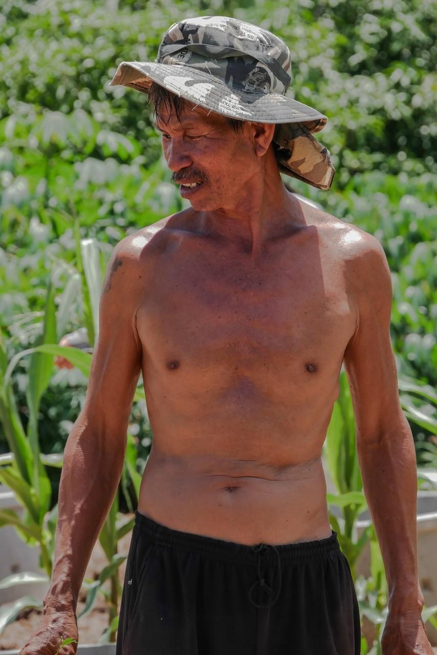Thailändischer Sixpack - gute Ernährung und schwere Arbeit
