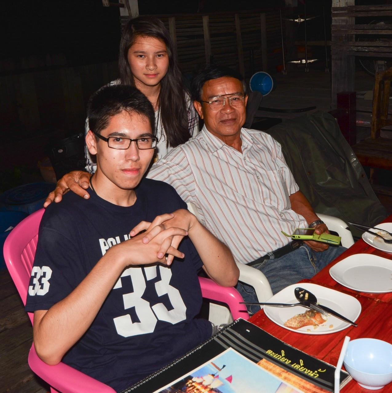 Abendessen in Nonthaburi
