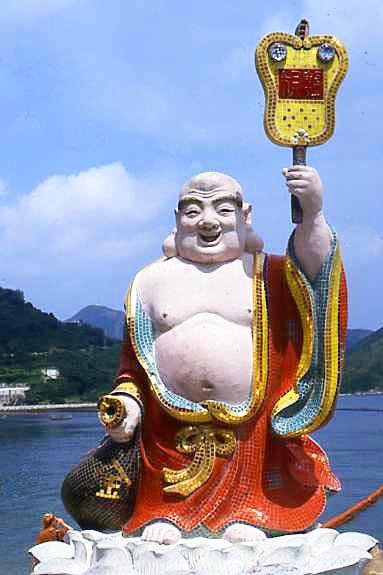Gut genährter chinesischer Buddha - im Gegensatz zu den thailändischen Buddhafiguren etwas dicklich