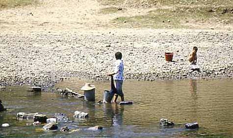 Leben und Waschen am Fluss