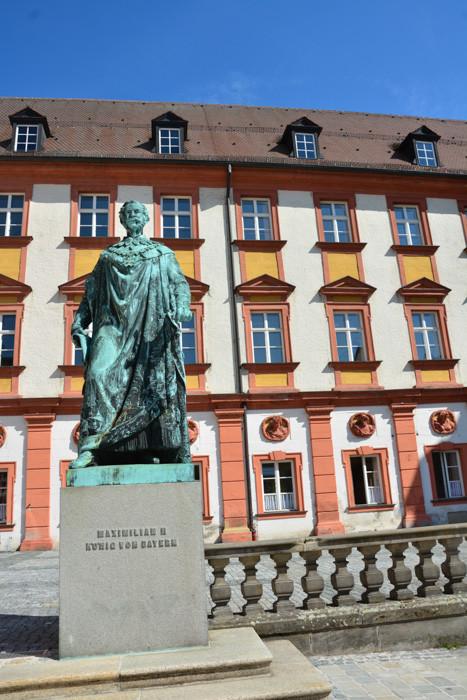 Am Ehrenhof des alten Schlosses (Finanzamt)