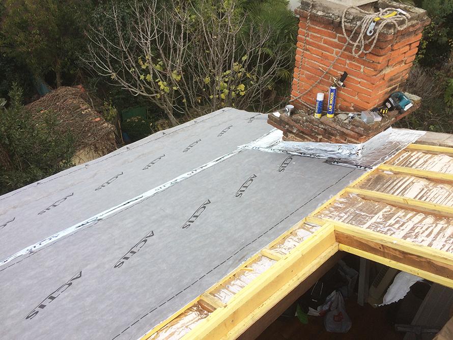 Mise en place isolant spécifique sur tour de cheminée (selon normes feu en vigueur)