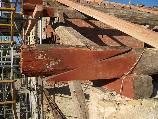 Refaçonnage saillies avant-toit pour éviter remplacement poutre, vue face avant - AVANT