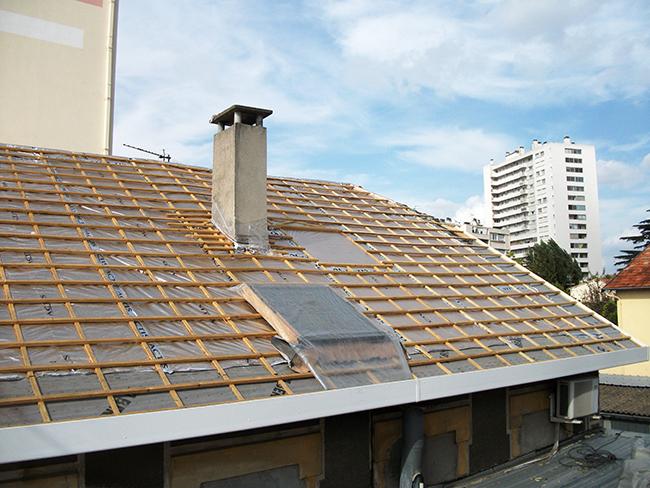 Prêt à tuiler sur isolation mince avec fenêtre de toit