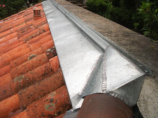 """Demi faîtage en zinc adapt"""" sur acrotère"""